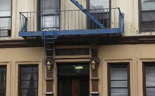 Отель Sky Hostel - Shared Bath США, Нью-Йорк - отзывы, цены и фото номеров - забронировать отель Sky Hostel - Shared Bath онлайн вид на фасад