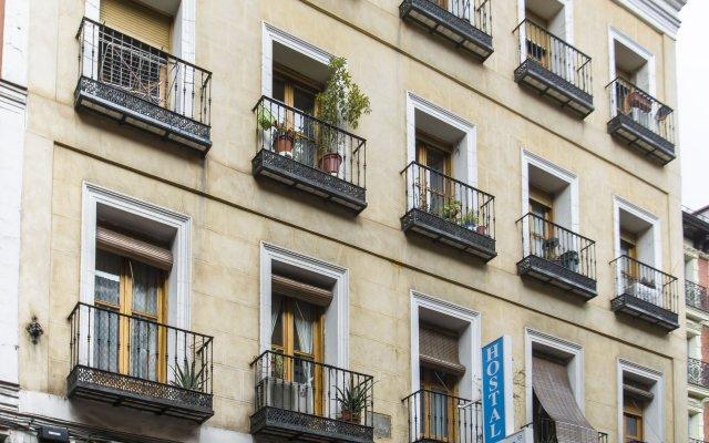 Отель Hostal La Vera вид на фасад