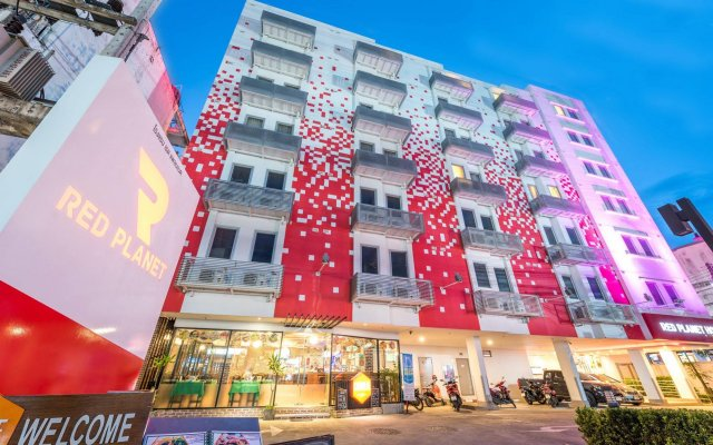 Отель Red Planet Phuket Patong вид на фасад