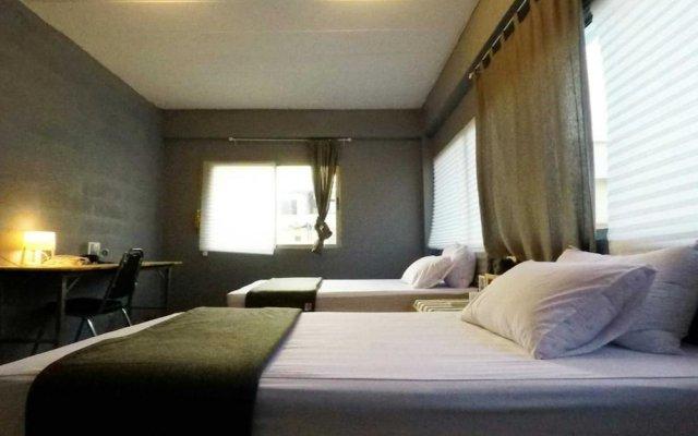 Bandai Hostel Бангкок комната для гостей