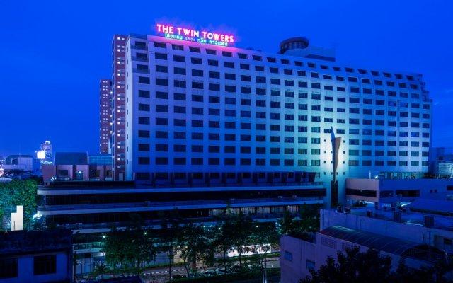 Twin Towers Hotel вид на фасад
