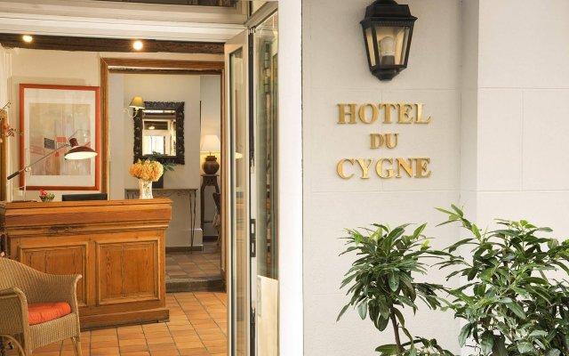 Отель Hôtel Du Cygne Париж вид на фасад