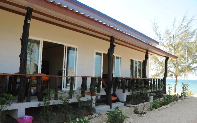 Отель Lanta Wild Beach Resort вид на фасад