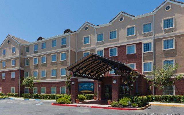 Отель Staybridge Suites Sacramento Airport Natomas вид на фасад