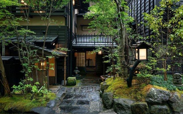 Отель Fujiya Минамиогуни вид на фасад