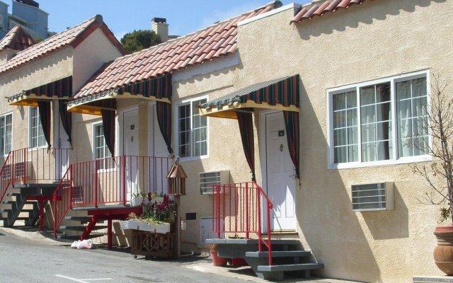 Отель The Alpine Inn & Suites вид на фасад
