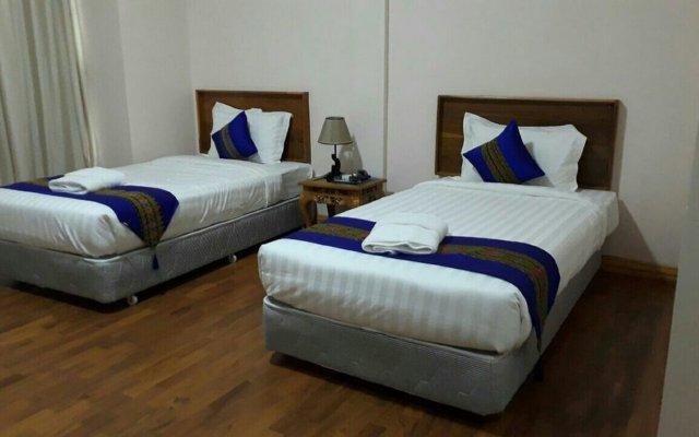 Famous Hotel Loikaw комната для гостей
