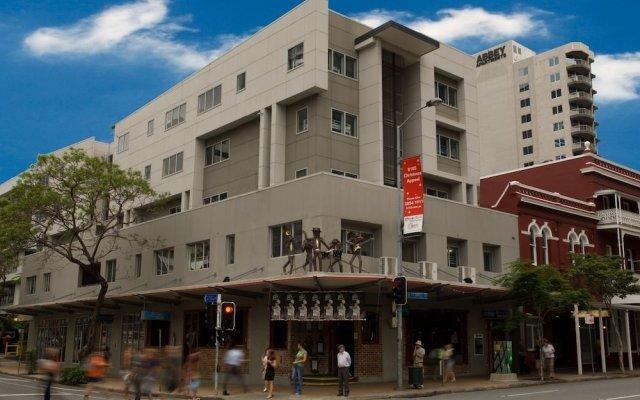 Отель Base Backpackers Brisbane Uptown - Hostel Австралия, Брисбен - отзывы, цены и фото номеров - забронировать отель Base Backpackers Brisbane Uptown - Hostel онлайн вид на фасад