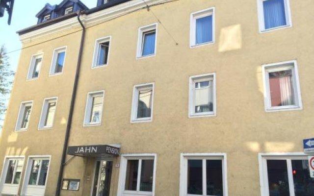 Отель Pension Jahn Зальцбург вид на фасад
