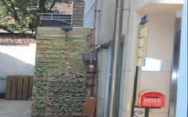 Отель Petite Mama's Guesthouse вид на фасад