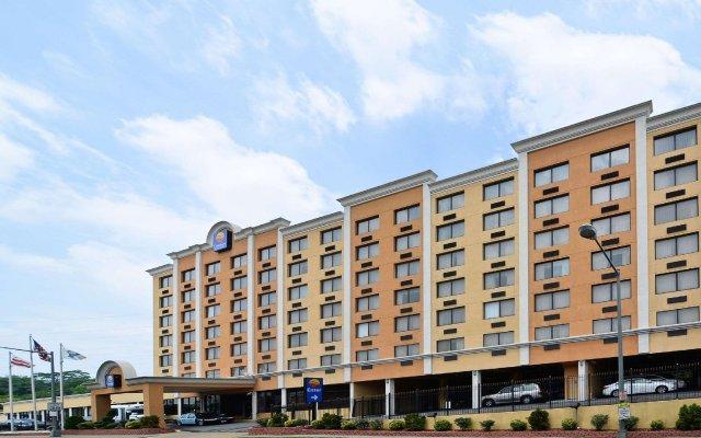 Отель Quality Inn & Suites New York Avenue вид на фасад