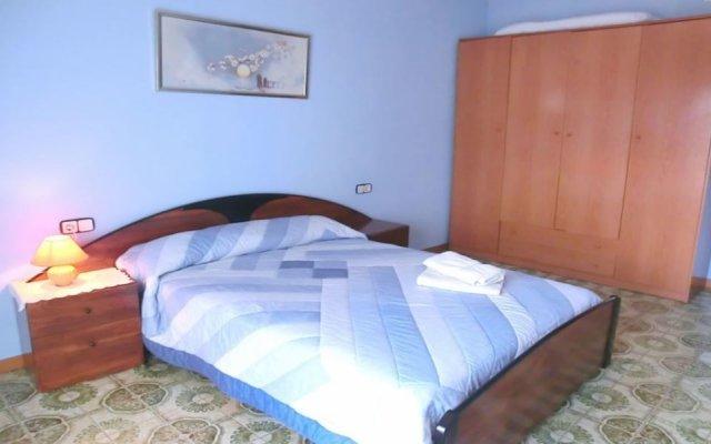 Отель Villa in Blanes - 104822 by MO Rentals Испания, Бланес - отзывы, цены и фото номеров - забронировать отель Villa in Blanes - 104822 by MO Rentals онлайн комната для гостей