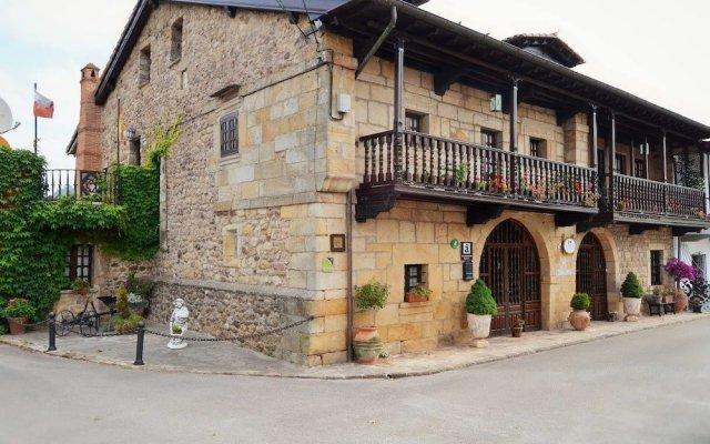 Отель Posada Real La Montañesa вид на фасад