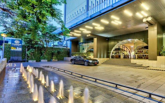 Отель Doubletree By Hilton Sukhumvit Бангкок вид на фасад