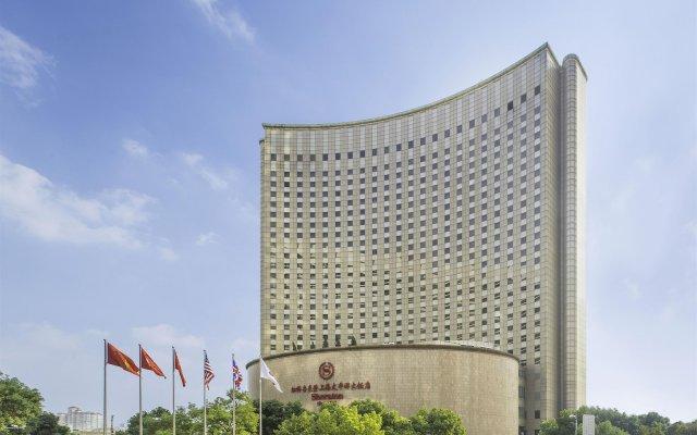 Hongqiao Jin Jiang Hotel (Formerly Sheraton Shanghai Hongqiao Hotel) вид на фасад