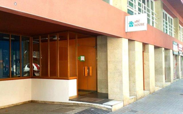 Хостел ARC House Барселона вид на фасад