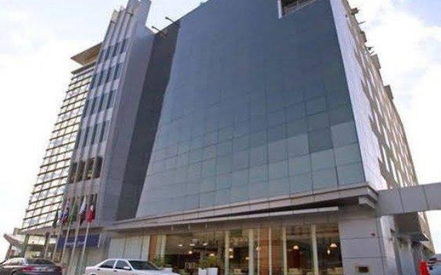 Отель Golden Tulip Suites Dubai вид на фасад