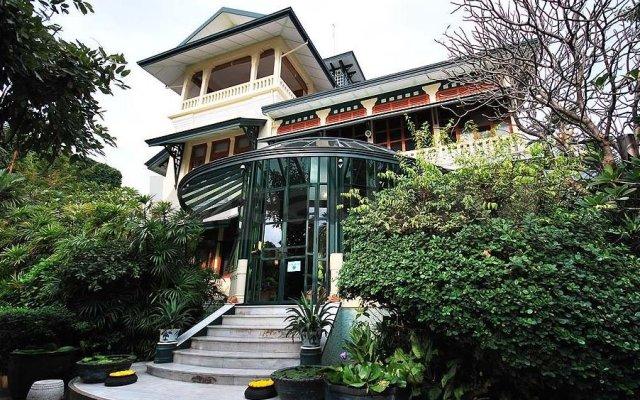 Отель Chakrabongse Villas Бангкок вид на фасад