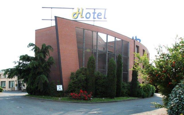 Отель MH Hotel Piacenza Fiera Италия, Пьяченца - отзывы, цены и фото номеров - забронировать отель MH Hotel Piacenza Fiera онлайн вид на фасад