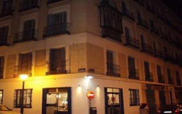 Отель Hostal Castilla Испания, Мадрид - отзывы, цены и фото номеров - забронировать отель Hostal Castilla онлайн вид на фасад
