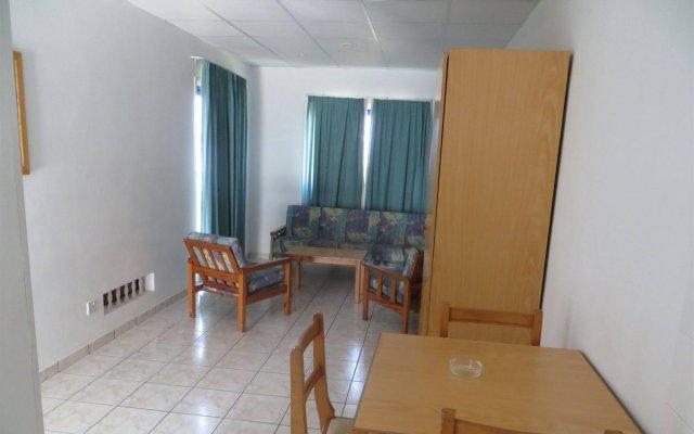 Отель Green Bungalows Hotel Apartments Кипр, Айя-Напа - 6 отзывов об отеле, цены и фото номеров - забронировать отель Green Bungalows Hotel Apartments онлайн комната для гостей