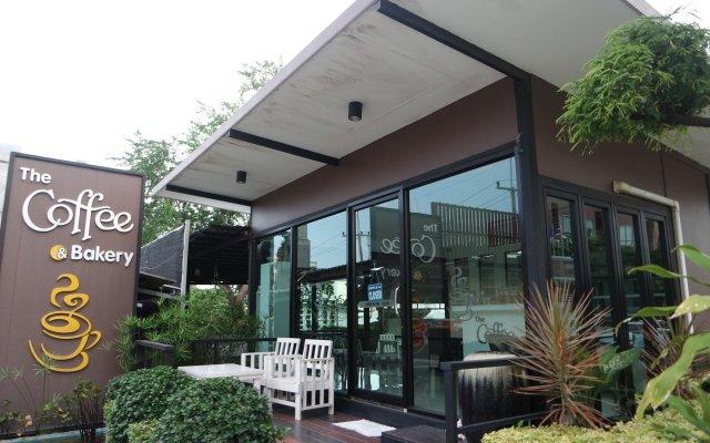 Отель The Tarawadee Sriracha вид на фасад
