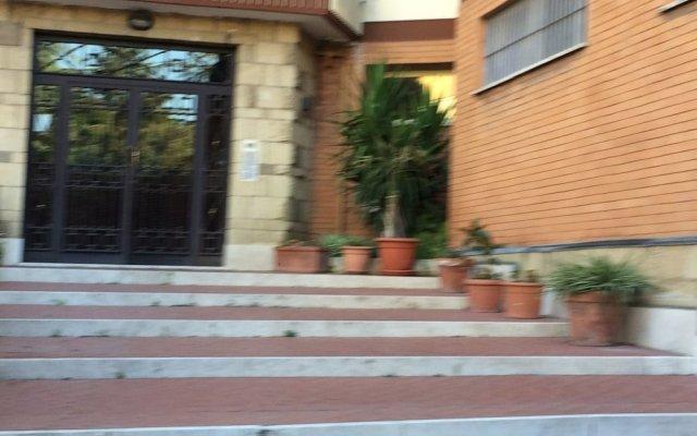 Апартаменты Lovely Central Apartment вид на фасад