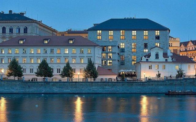 Four Seasons Hotel Prague вид на фасад