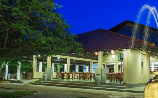 Отель Kassapa Lions Rock вид на фасад