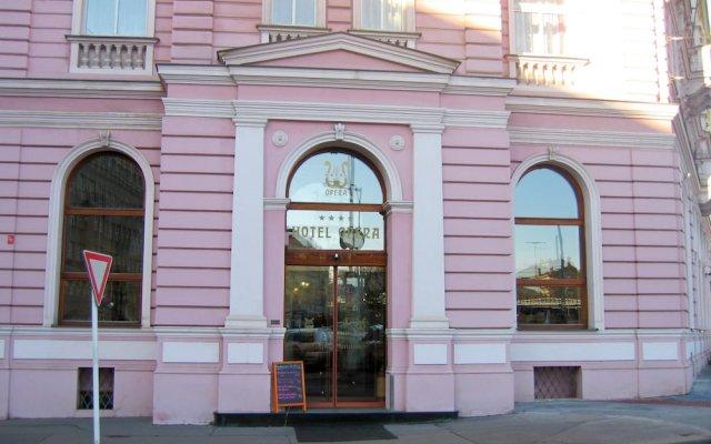 Отель Opera Hotel Чехия, Прага - 10 отзывов об отеле, цены и фото номеров - забронировать отель Opera Hotel онлайн вид на фасад