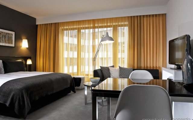 Отель Adina Apartment Hotel Berlin Hackescher Markt Германия, Берлин - 2 отзыва об отеле, цены и фото номеров - забронировать отель Adina Apartment Hotel Berlin Hackescher Markt онлайн комната для гостей
