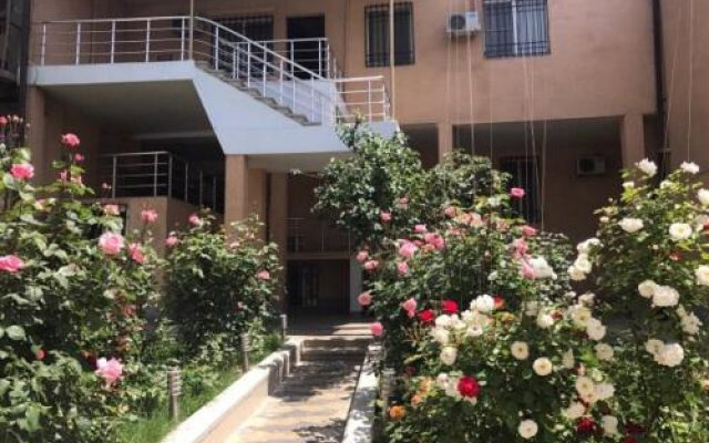 Отель Comfort House Hotel and Tours Армения, Ереван - 3 отзыва об отеле, цены и фото номеров - забронировать отель Comfort House Hotel and Tours онлайн вид на фасад