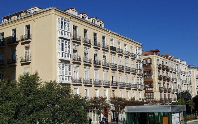 Отель Art Suites Santander вид на фасад