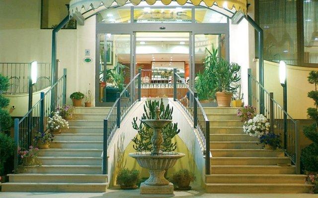Hotel Zeus Римини вид на фасад