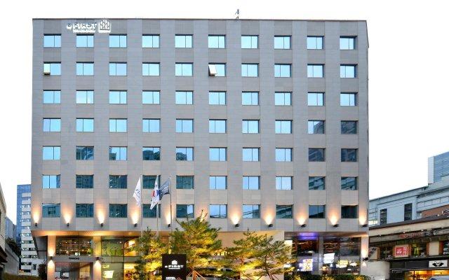 aFIRST Hotel Myeongdong вид на фасад