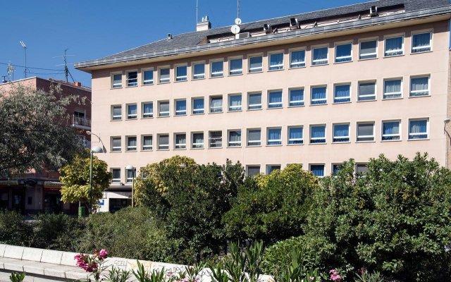 Отель Infanta Mercedes вид на фасад