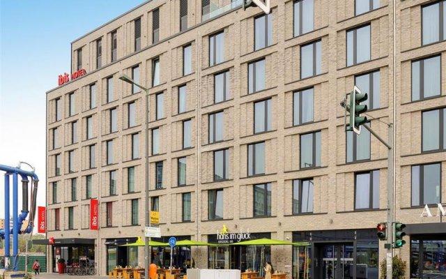 Отель ibis Berlin Hauptbahnhof вид на фасад