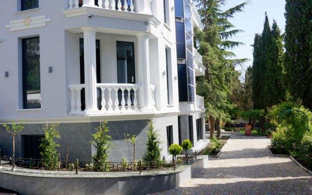 Гостиница Усадьба Приморский парк в Алуште 2 отзыва об отеле, цены и фото номеров - забронировать гостиницу Усадьба Приморский парк онлайн Алушта вид на фасад