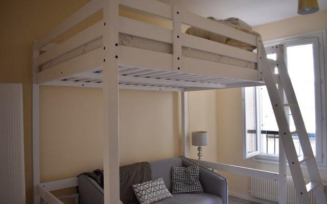Апартаменты Renovated Studio in Paris комната для гостей