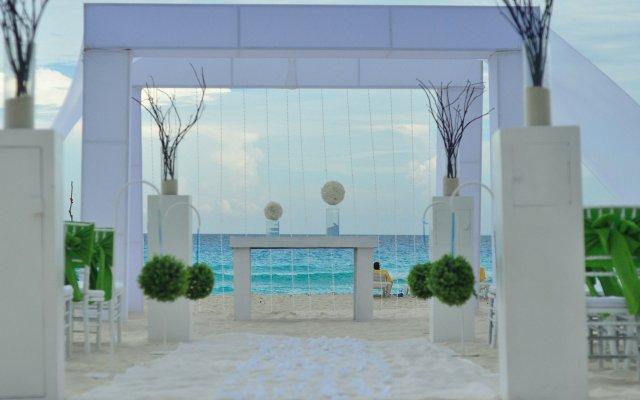 Отель Oasis Cancun Lite вид на фасад