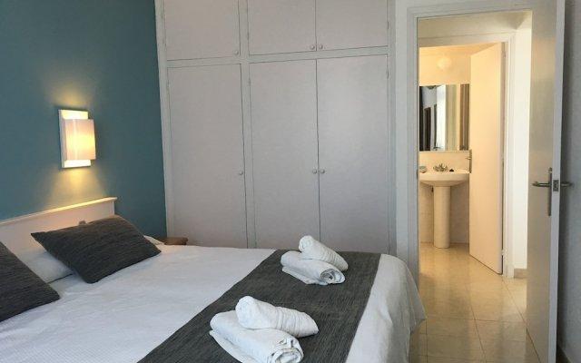 Отель ApartHotel Voramar Испания, Кала-эн-Форкат - отзывы, цены и фото номеров - забронировать отель ApartHotel Voramar онлайн комната для гостей