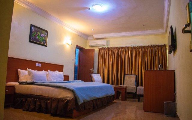 Отель 1st Delightsome House and Suites комната для гостей