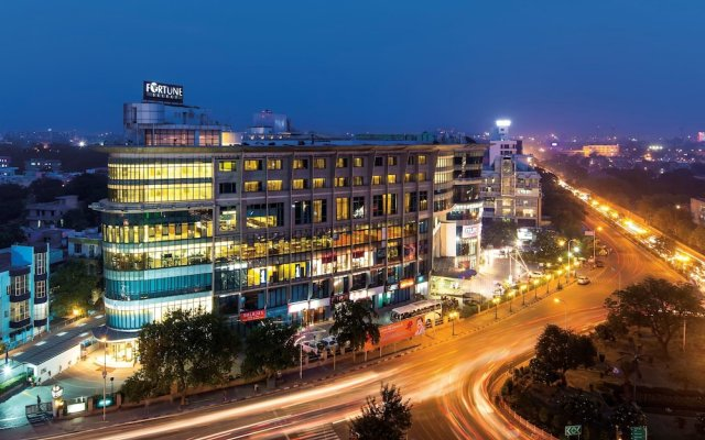 Отель Fortune Select Metropolitan вид на фасад