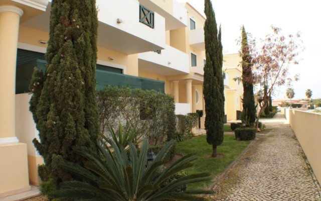 Апартаменты Apartment With 2 Bedrooms in Albufeira, With Pool Access, Enclosed Gar вид на фасад