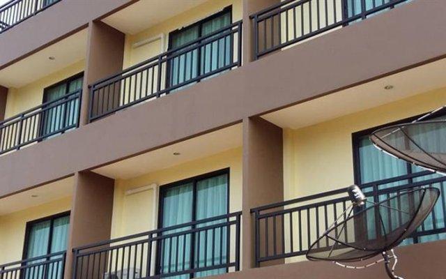 Отель DEE DEE Mansion Airport Таиланд, Такуа-Тунг - отзывы, цены и фото номеров - забронировать отель DEE DEE Mansion Airport онлайн вид на фасад