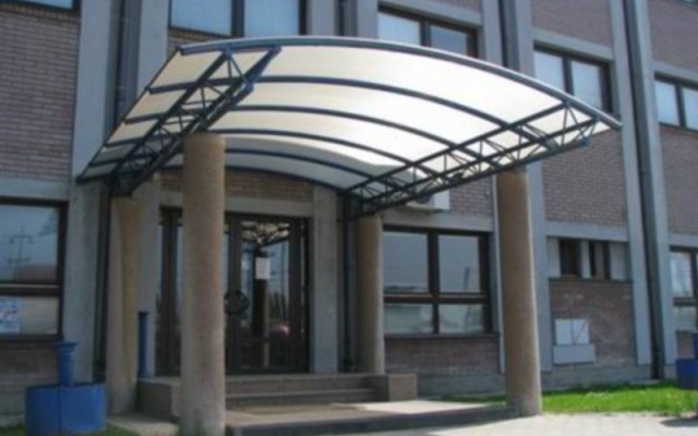 Отель Zeleznicar Konaciste вид на фасад