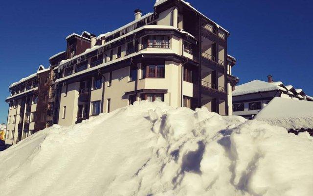 Apart Hotel Comfort Банско вид на фасад