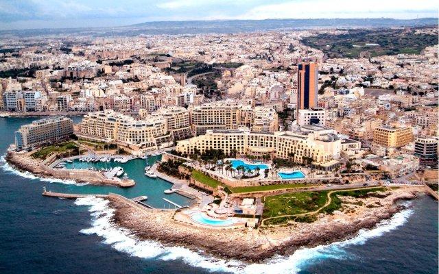 Отель Cavalieri Art Hotel Мальта, Сан Джулианс - 11 отзывов об отеле, цены и фото номеров - забронировать отель Cavalieri Art Hotel онлайн вид на фасад