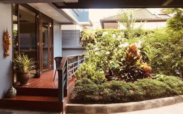 Отель Maneeya Park Residence Бангкок вид на фасад