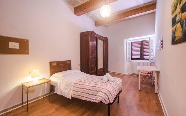 Отель Lovely 4BD Apt 3min Walk to Ponte Vecchio комната для гостей